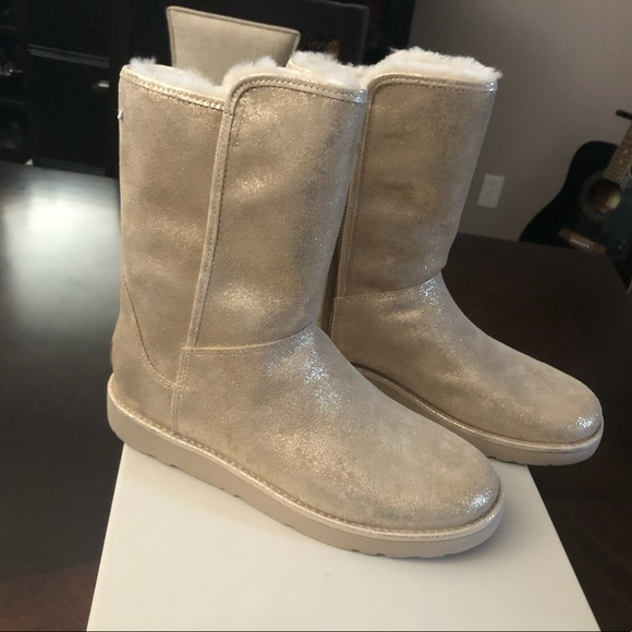 c871dcdcec3 New W size 8 Abree Short ll Stardust UGG Boots
